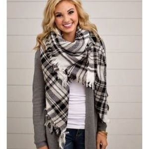 ModCloth Black & White Plaid Blanket Scarf